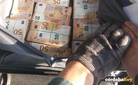 La Guardia Civil interviene 194.000 euros que llevaba un conductor por la E-5
