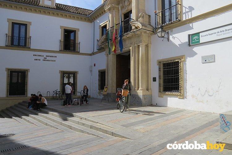 La escuela p blica de formaci n cultural de andaluc a pone for Escuela superior de artes
