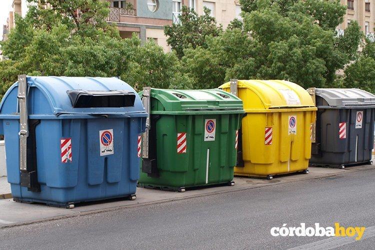 Cuidado con la hora en la que se tira la basura - Contenedores de basura para reciclaje ...