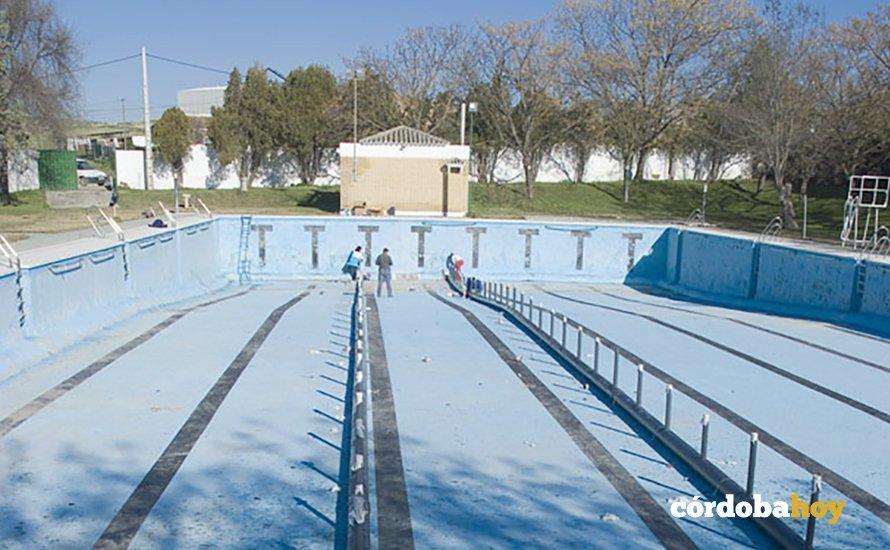 La piscina de castro abrir a finales de junio tras una for Piscina municipal cordoba