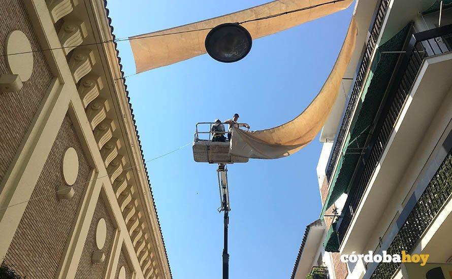 Comienza la colocaci n de toldos en las calles del centro for Colocacion de toldos