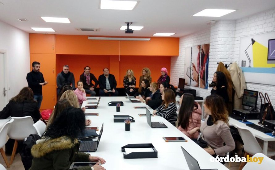 La Fundación Orange inaugura un aula digital para mujeres vulnerables